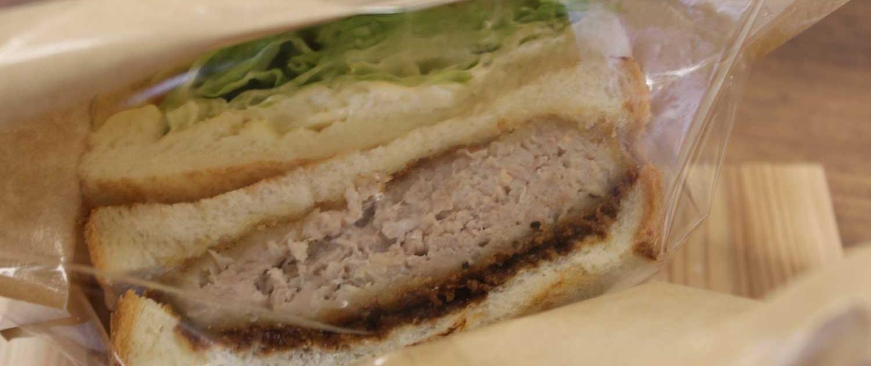 黒豚キッチンKUMAKURO(おかどめ幸福駅売店)